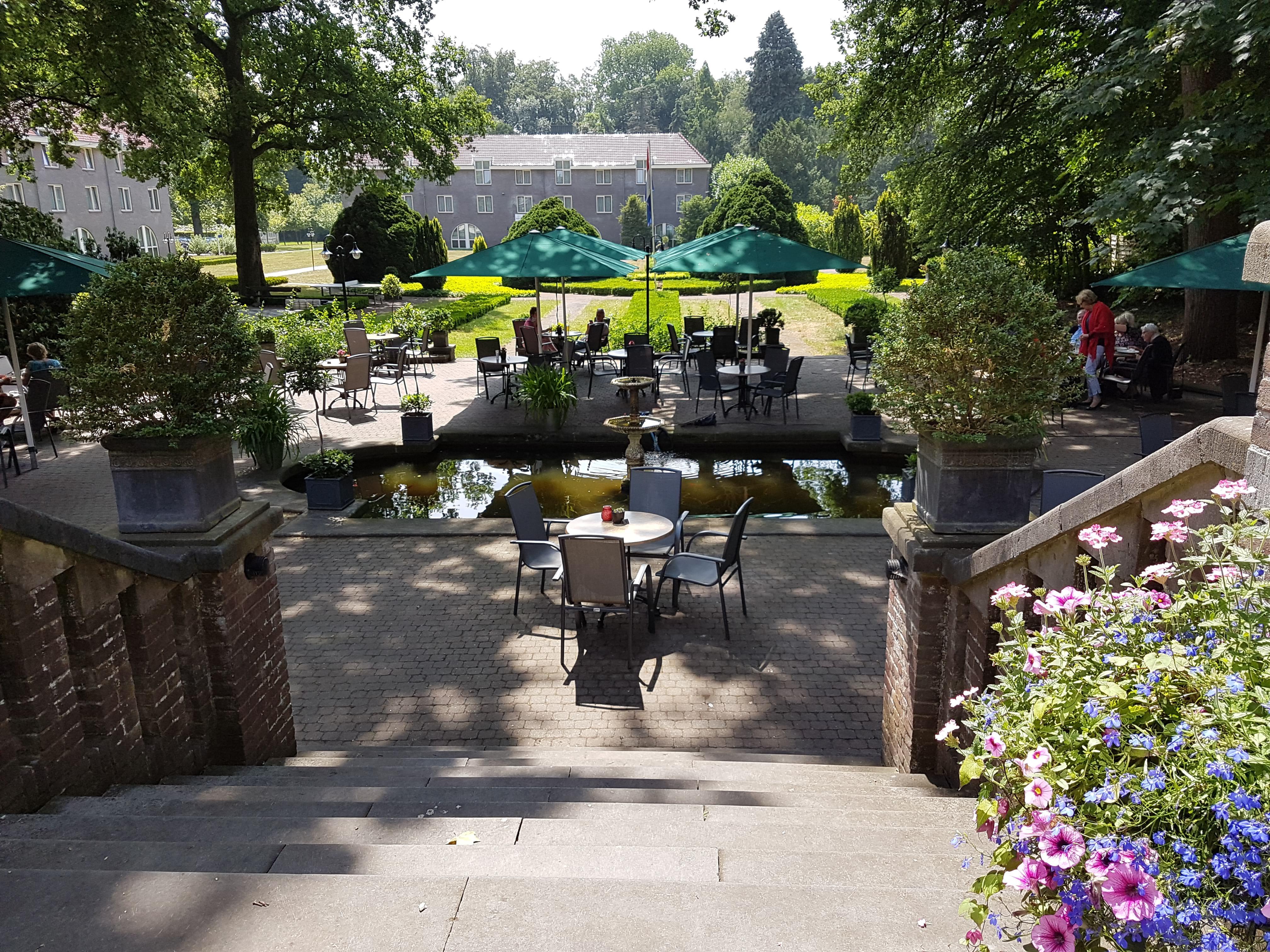 Het prachtige terras van Hotel Landgoed Ehzerwold in Almen